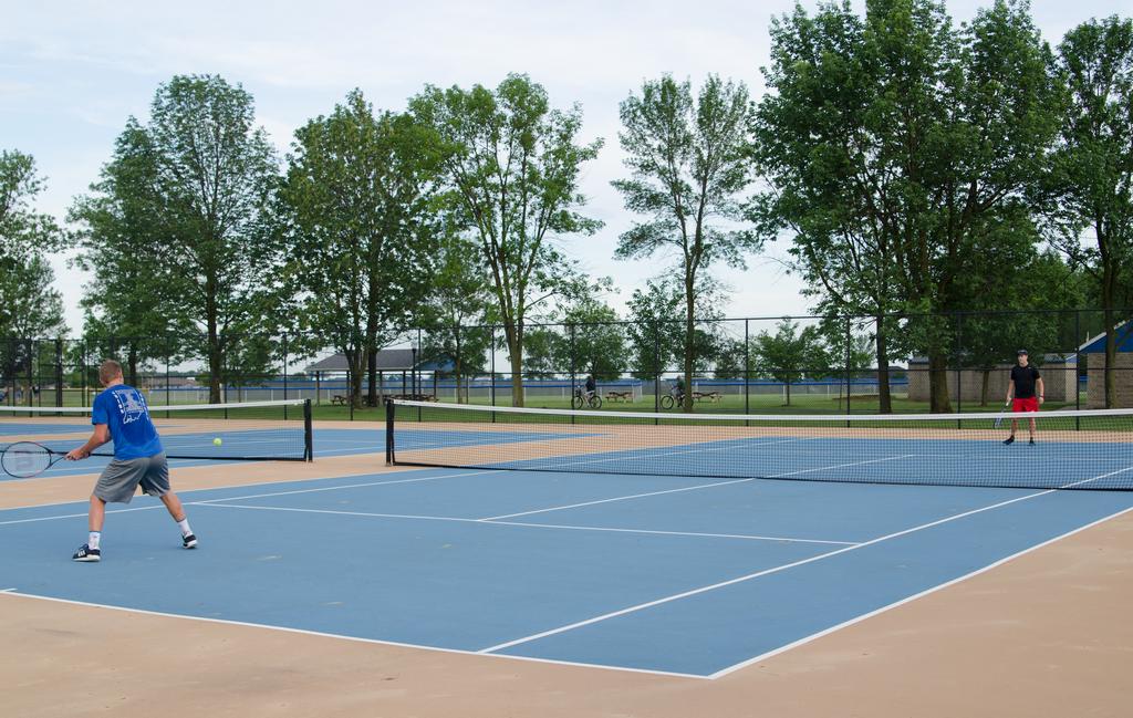 SN_tenniscourts